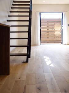 プライベートテラス・オープン階段